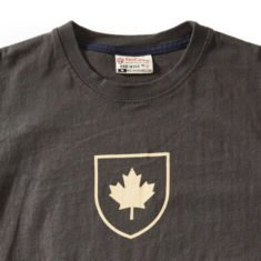 Men's Canada shield t-shirt, Slate detail
